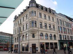 Seit 1892 steht das Tückmantel-Haus an der Kölner Straße. Die schweren Luftangriffe während des Zweiten Weltrkrieges überstand das Haus als eines der wenigen Gebäude in der Innenstadt nahezu schadlos. (Foto: B. Glumm)