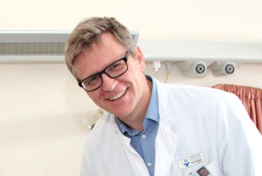 Dr. Sebastian Hentsch ist Chefarzt der Klinik für Frauenheilkunde und Geburtshilfe am Klinikum Solingen. (Archivfoto: © Bastian Glumm)