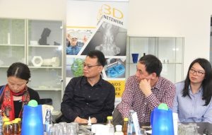 Die Delegation ist insgesamt zwei Wochen in Deutschland. Die Professorinnen und Professoren möchten sich im Rahmen Ihrer Delegationsreise darüber informieren, welche Rolle in Deutschland das Thema 3D-Technologie in der Lehre und Ausbildung spielt. (Foto: © B. Glumm)
