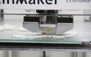 Ein moderner 3D-Drucker bei der Arbeit. (Foto: © B. Glumm)
