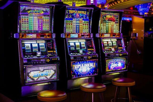 Fortan dürfen Spielhallen nur noch eine begrenzte Automatenanzahl bereitstellen. Foto: pixabay.com @ Bru-nO (CC0 Creative Commons)