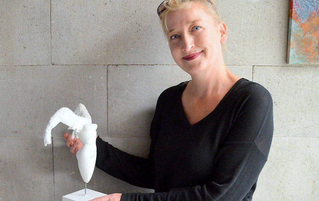 Christa Huberty hat die mythologische Figur Lilith als Gemälde entworfen. Jetzt will sie dieses Motiv auch als Skulptur gestalten. (Foto: © Martina Hörle)