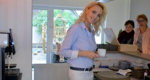 Mira Schleder hat sich mit ihrer Boutique und dem integrierten Café einen Traum erfüllt. Mit fashion - café - relax bietet sie ein Shopping-Erlebnis der besonderen Art. (Foto: © Martina Hörle)
