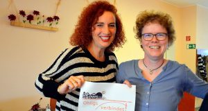 """Projektleiterin Gloria Göllmann und Schriftführerin Frauke Pohlmann berichten über das große Fest, das die OWG in diesem Jahr unter das Motto """"Ohligs verbindet!"""" gestellt hat. (Foto: © Martina Hörle)"""