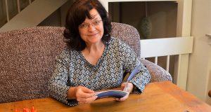 Beate Kunisch hat sich mit dem Haiku-Jahresweiser einen Traum erfüllt. Sie wollte schon lange ein Buch schreiben. Doch bis jetzt war es nicht dazu gekommen. Besonders froh ist die Autorin, dass es sich hierbei um das vor langer Zeit geplante Mutter-Tochter-Werk handelt. (Foto: © Martina Hörle)