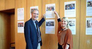 """Dr. Christoph Humburg, Vorstandsvorsitzender der Caritas begrüßt gemeinsam mit Xenia Furaew (Aktion Neue Nachbarn) die ehrenamtlichen Helfer. Der Ehrentag steht unter dem Motto """"Zusammen sind wir Heimat"""". (Foto: © Martina Hörle)"""