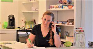 Die Studioräume von Catharina Wurlitzer geben mit ihrer apfelgrünen und weißen Farbe eine behagliche Atmosphäre. Lichterketten schaffen dezente Beleuchtung. Seit zwei Monaten ist die junge Unternehmerin im Deltawerk auf der Gasstraße zu finden. (Foto: © Martina Hörle)