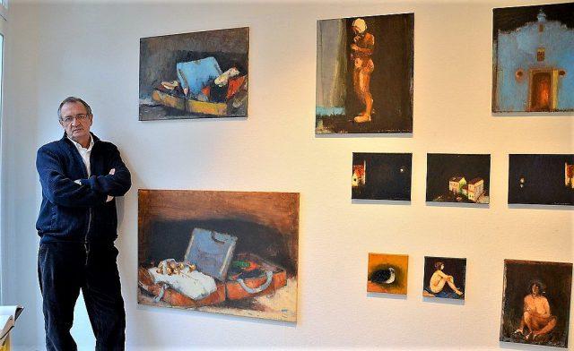 """Vom kommenden Samstag an stellt der rumänische Künstler Ioan Iacob seine Werke in der Galerie ART-ECK bei Dirk Balke aus. Die Ausstellung trägt den Titel """"Schattenseiten"""". Gezeigt werden 26 Ölgemälde mit vorwiegend dunklem Hintergrund."""
