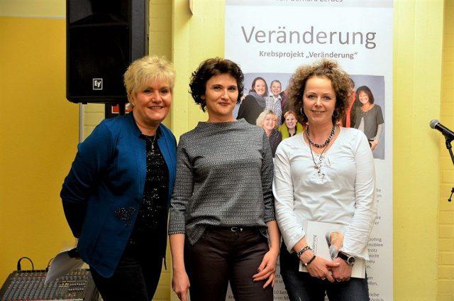 Drei starke Frauen: Gabriele, Ewa und Karin haben nach erfolgter Brust-OP über den Weg der Aktfotografie ihre Schönheit wieder neu entdeckt. Jetzt wollen sie anderen Frauen Mut machen. (Foto: © Martina Hörle)