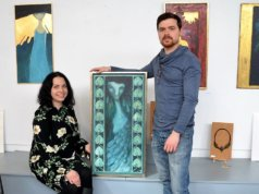 Olga und Wladimir Vollmer stellen über 40 Werke im Atelier Pest-Projekt aus. Sie experimentieren gerne mit Techniken und Materialien. Daher weist die Ausstellung eine unglaubliche Vielseitigkeit aus. Man findet Portraits, Illustrationen, Bekleidungsstücke und Schmuck. (Foto: © Martina Hörle)