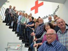 Das DRK ehrte am Freitag in den Räumen an der Burgstraße seine langjährigen Blutspender für ihre Verdienste mit Urkunden und Präsenten. Rund 30 Gäste waren der Einladung gefolgt. (Foto: © Martina Hörle)