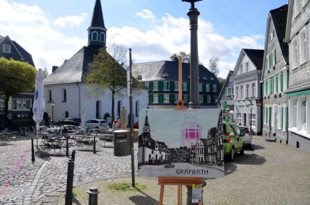 Dirk Balke hat Ansichten von Gräfrath in Öl auf Leinwand festgehalten und an den Originalplätzen aufgestellt. Viele Besucher blieben fasziniert stehen, um zu vergleichen. (Foto: © Martina Hörle)