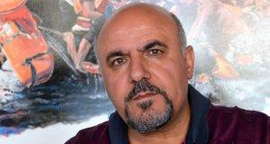 Yahia Alselo aus Syrien ist als politisch Verfolgter 2008 nach Deutschland gekommen. Anhand von Fotos, die ihm sein Bruder geschickt hat, hält der Künstler Furcht und Elend der Menschen auf der Flucht in großformatigen Bildern fest. (Foto: © Martina Hörle)