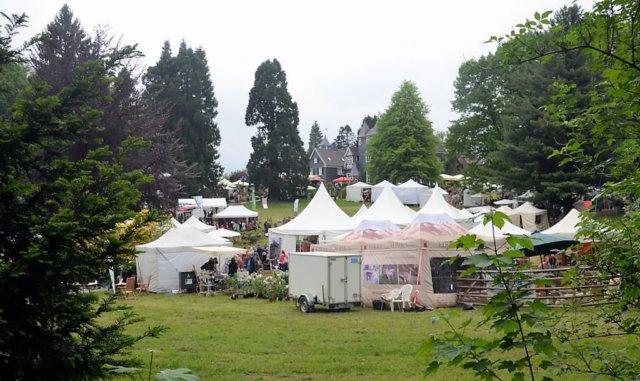 GartenLeben ist auch in diesem Jahr ein großer Erfolg. Von weit her kommen Besucher, um diese einzigartige Mischung aus Garten, Kunst und Wohnen zu erleben. (Foto: © Martina Hörle)