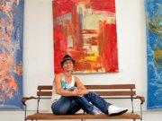 In ihrer neuesten Ausstellung zeigt Katy Gluch die vielen Facetten ihrer Kreativität. Über 50 Werke hängen im Atelier Pest-Projekt. Für die Malerin ist es die achte Ausstellung in sieben Jahren. (Foto: © Martina Hörle)
