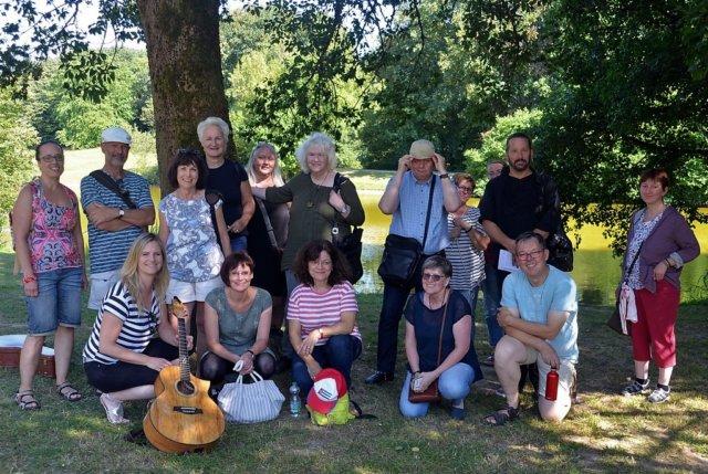 Freuen sich über den stimmungsvollen Literarischen Wandertag: Mitglieder der Solinger Autorenrunde, des FDA und Gäste (Foto: © Martina Hörle)