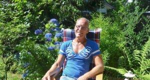 Andreas Ritter hat an der Lützowstraße ein kleines Gartenparadies geschaffen. Seit über zwölf Jahren lädt er im Rahmen der Offenen Gartenpforte Besucher ein. (Foto: © Martina Hörle)