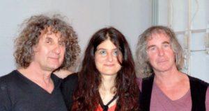 Das Trio (v. li.) Zoran Velinov, Eela Soley und Alexander Meyen bot mit elektronischer Musik zauberhafte Klangerlebnisse. Lichtinstallationen erzeugten eine geheimnisvolle Atmosphäre. (Foto: © Martina Hörle)