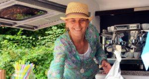 Michaela Groß ist IHK-zertifizierte Kaffeerösterin. Nach ihrer 30-jährigen Tätigkeit im Versicherungswesen entschloss sie sich, beruflich neue Wege zu gehen. (Foto: © Martina Hörle)