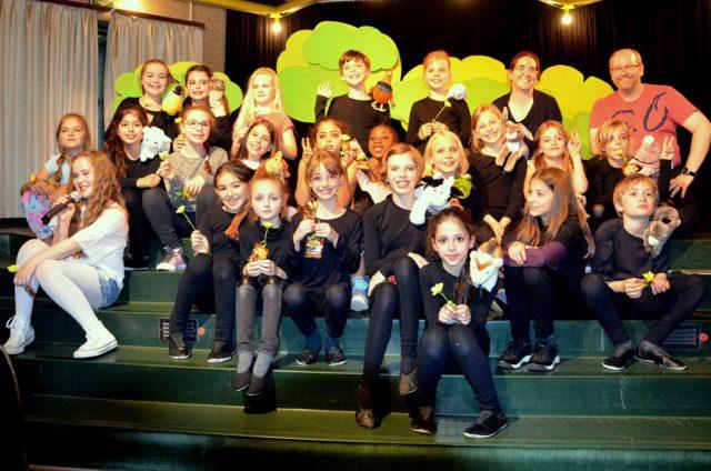 Die kleinen Künstlerinnen und Künstler der Musical AG haben eine super Leistung gezeigt. Sie erhielten viel Applaus und mussten zwei Zugaben geben. 260 Zuschauer waren begeistert. (Foto: © Martina Hörle)