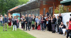 Viele interessierte Besucher waren zur Vernissage in den Südpark gekommen. Alle wollten die Werke der berühmten Giger-Ausstellung sehen. Außerdem war man gespannt auf die Performance der EyE:Project-Künstler. (Foto: © Martina Hörle)