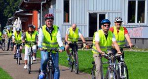 Punkt 11 Uhr fiel im Südpark der Startschuss zur Tour de Trasse. Dann setzte sich die Gruppe der Radfahrer in Bewegung. Über die Trasse ging es bis zum Kunstmuseum. (Foto: © Martina Hörle)