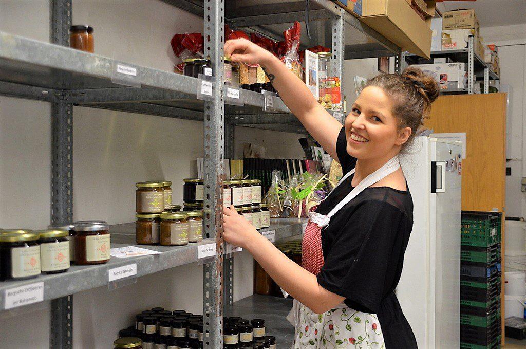 Die junge Unternehmerin hat den Betrieb schnell vergrößert. Mittlerweile ist sie deutschlandweit im Feinkostgeschäft. (Foto: © Martina Hörle)