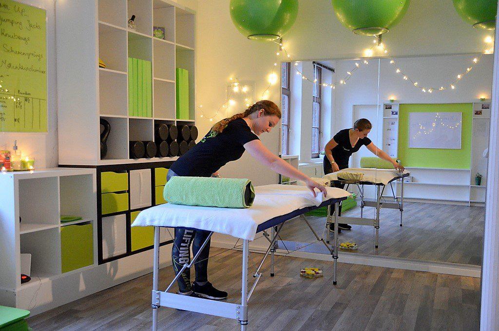 Die Gesundheitsmanagerin bietet neben klassischer Massage ebenfalls funktionelle Sportmassage an. Mit Ernährungsberatung und Training wird daraus ein Rundum-Paket. (Foto: © Martina Hörle)