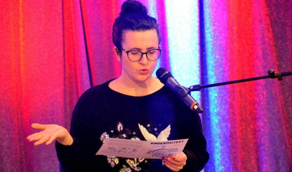 Kinderbuchautorin Nadine Diab las von verliebten Hühnern, Kater Kasimir und dem frechen Herrn von Kräh. Sie hatte ihre Geschichte extra passend auf Solingen umgeschrieben. (Foto: © Martina Hörle)