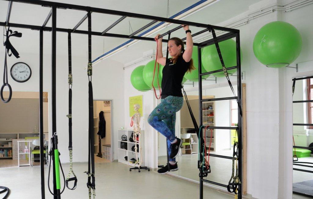 Das neue Klettergerüst Monkey Bar ermöglicht ein vielseitiges und effektives Training. Besonders praktisch: Viele kleinere Trainingsgeräte wie Slings und Tunes können hier eingehängt werden. (Foto: © Martina Hörle)