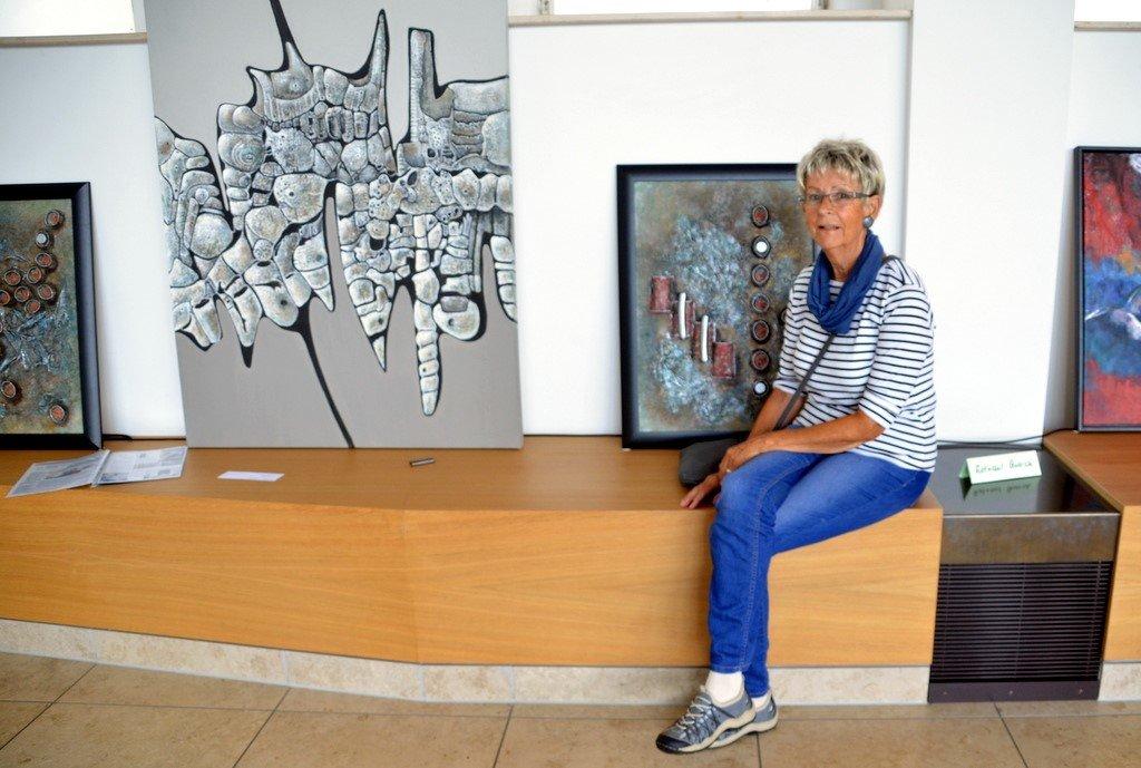 Rotraut Quarch malt schon seit dreißig Jahren. Ihre Werke reichen von gegenständlich bis abstrakt. Gerne probiert sie Neues aus. (Foto: © Martina Hörle)