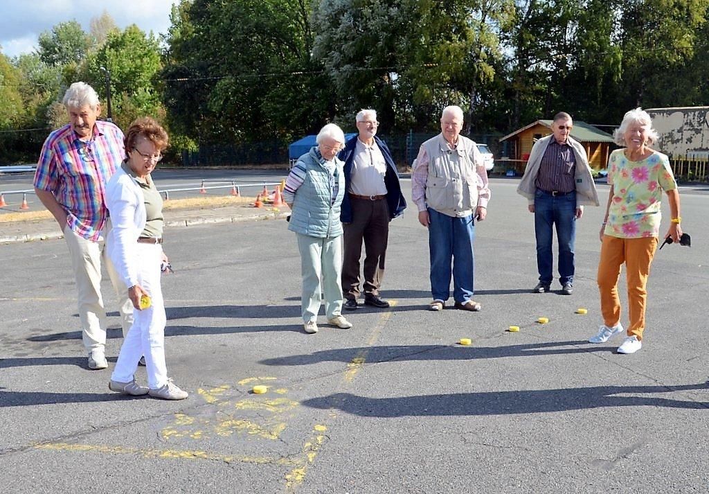 Vorsichtige Schätzung bei den Teilnehmern. Wo kommt der Wagen denn zum Stehen? (Foto: © Martina Hörle)