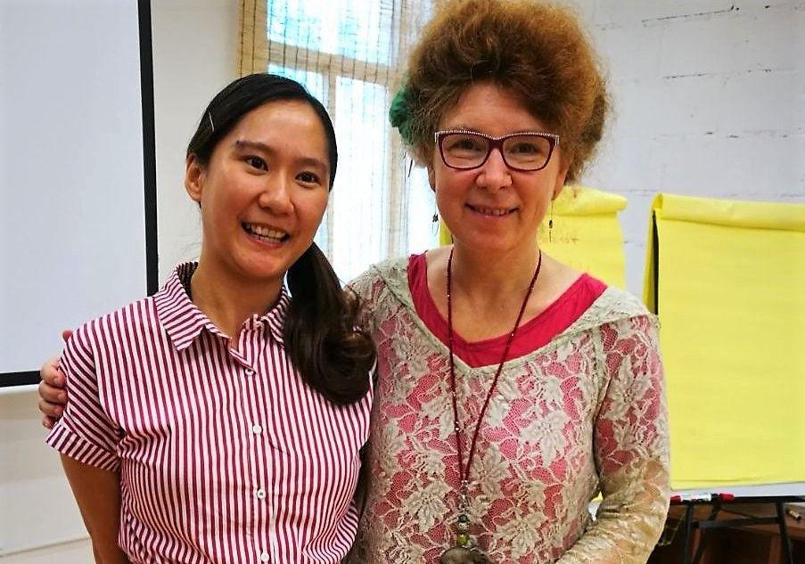 Andrea Daun (re.) und ihre Dolmetscherin freuen sich auf weitere Zusammenarbeit. (Foto: © Veranstalter)