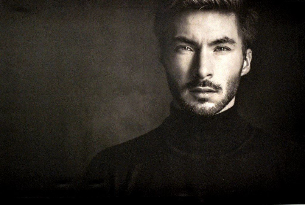Dirk Krings bevorzugt bei seinen Models schwarze Kleidung. Dadurch rückt das Gesicht in den Vordergrund. (Foto: © Martina Hörle)