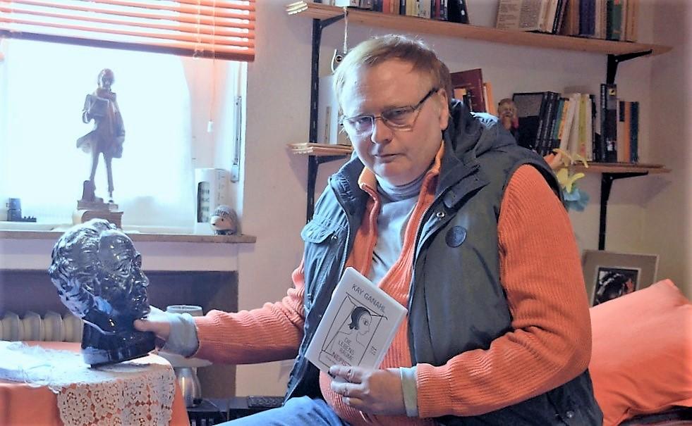 Bei seinen philosophischen Gedanken hält Kay Ganahl gerne Zwiesprache mit seinem Lieblingsdichter Goethe. (Foto: © Martina Hörle)