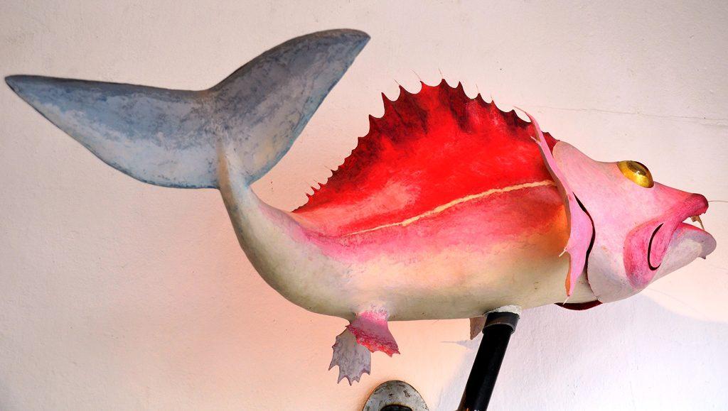 Um die vielen Facetten eines Wesens aufzuzeigen, vereinigte der Künstler hier den Körper eines Barsches, die Schwanzflosse eines Wals und das Maul eines Hais zu einem faszinierenden Kunstwerk. (Foto: © Martina Hörle)
