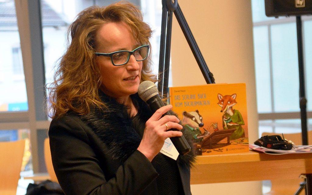 Charlotte Struckmeier, Bibliothekarin in der Kinderbibliothek, präsentierte die Ergebnisse des knapp einjährigen Projekts, das mit Mitteln der Landesregierung gefördert wurde.
