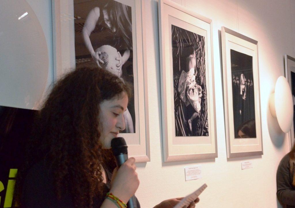 Die Models der Bilder stammen alle aus unterschiedlichen Kulturen und Generationen. Sie sind bei der Vernissage anwesend und geben den Besuchern Informationen zu den jeweiligen Formen der Gewalt.