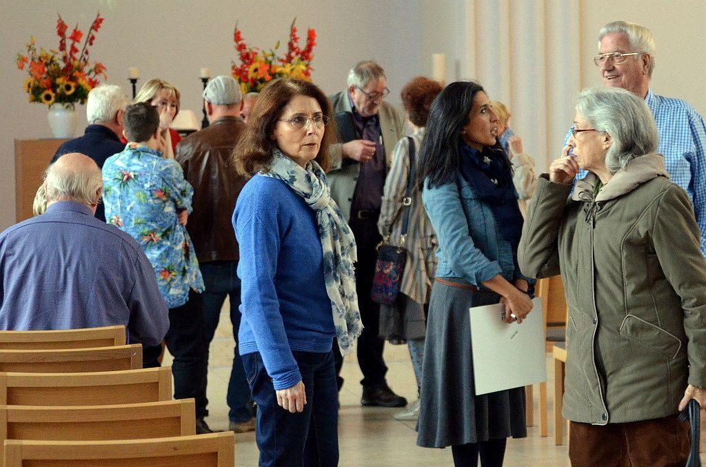 Die Kulturwoche steht vor der Tür. Künstler und Organisatoren treffen letzte Vorbereitungen in der Kirche. (Foto: © Martina Hörle)