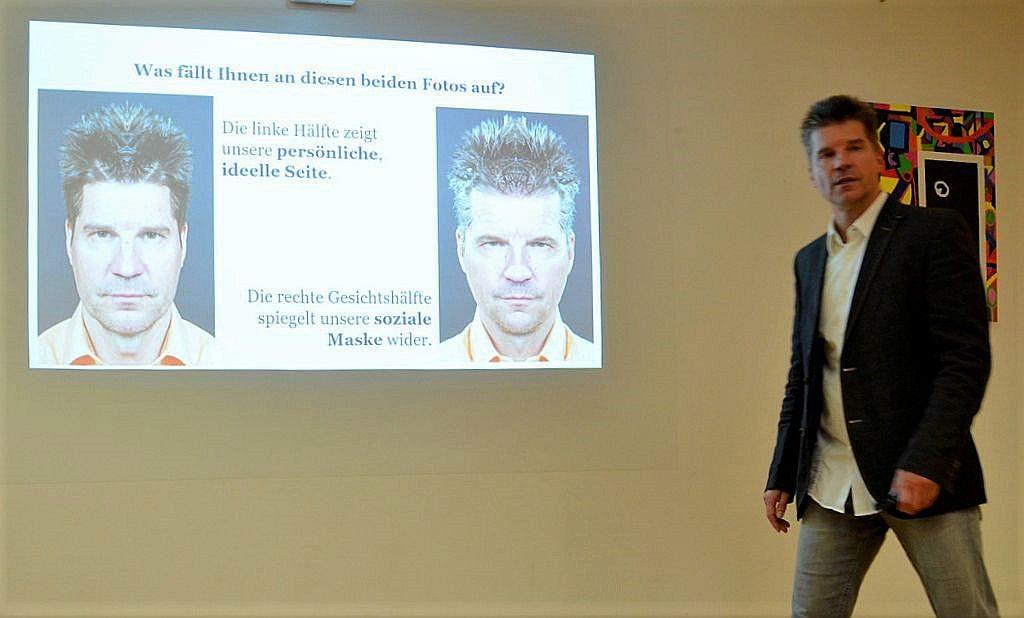 Die Fotos zeigen beide Stephan Dönhoff. Durch Fotomontage ist auf dem linken Bild die linke Gesichtshälfte gespiegelt, auf dem rechten Bild die rechte Gesichtshälfte. Ein starker Kontrast zwischen der persönlichen Seite und der sozialen Maske. (Foto: © Martina Hörle)