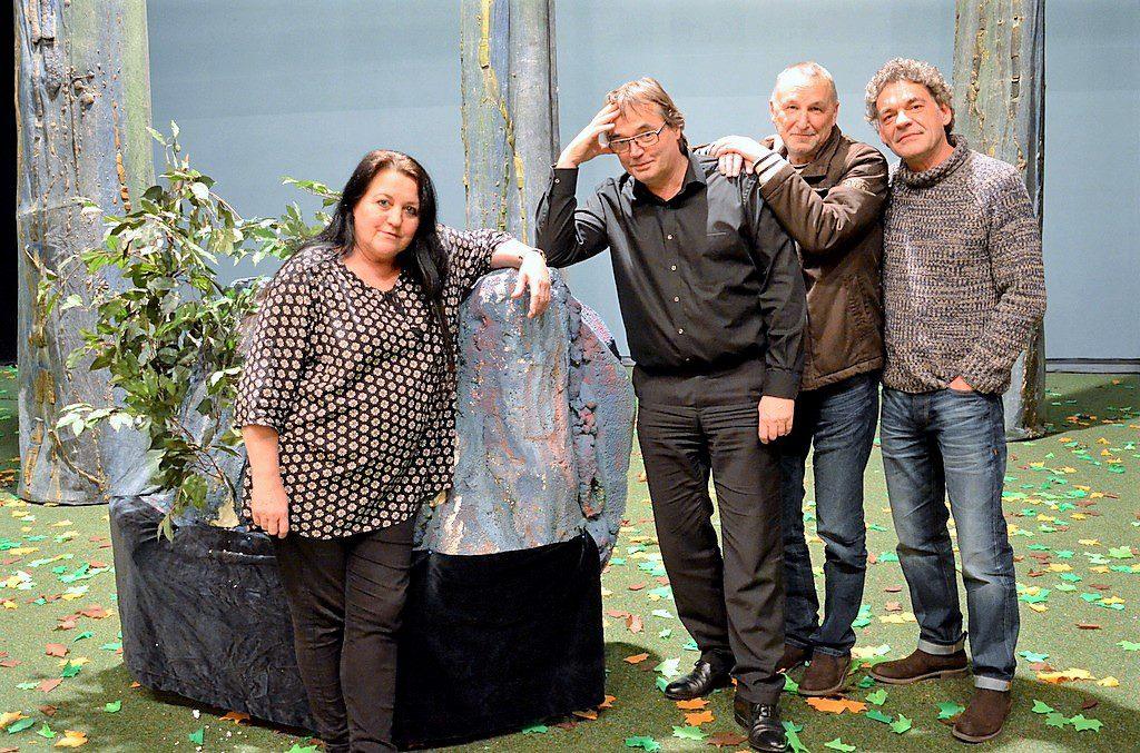 (v. li.) Manuela Hoor und Hans Knopper vom Kultur-Management freuen sich schon sehr auf das neue Stück. Die künstlerische Leitung liegt in den bewährten Händen von Michael Tesch. Uwe Dahlhaus hat das Kinderstück nach Motiven von Shakespeare verfasst. (Foto: © Martina Hörle)