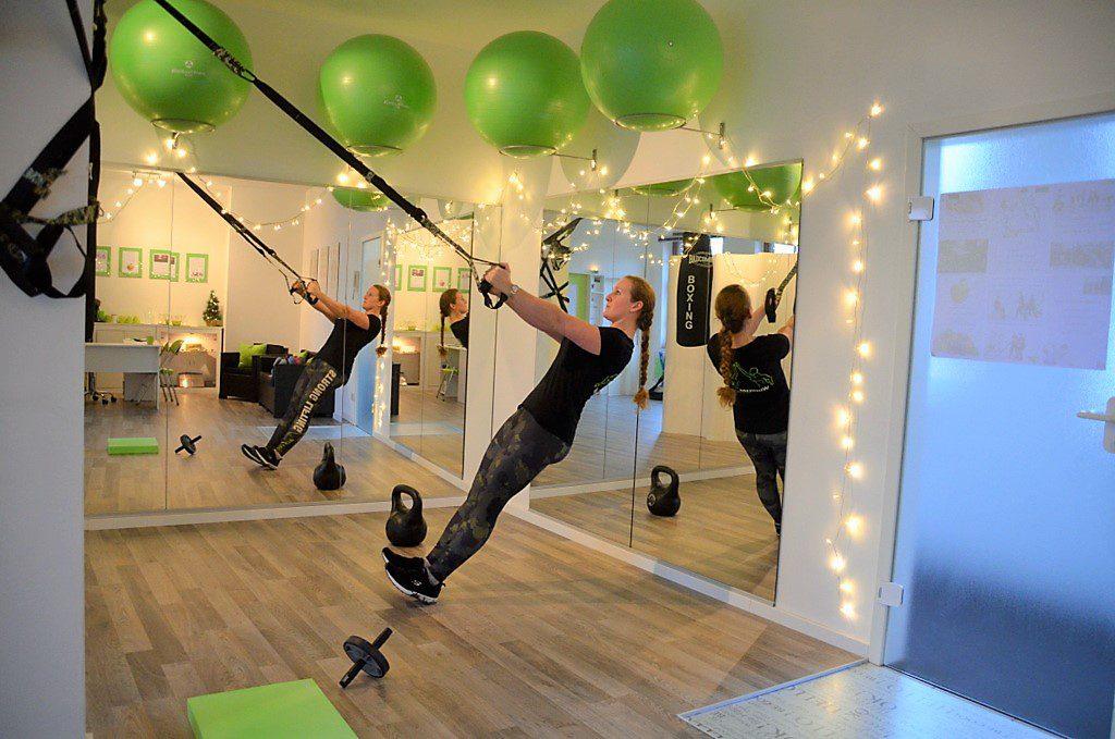 Das Training an Schlingen ist sehr gefragt. Es eignet sich hervorragend für ein ganz individuelles Üben. Hier kann man mit dem eigenen Körpergewicht trainieren und zusätzlich Stabilität und Koordination stärken. (Foto: © Martina Hörle)
