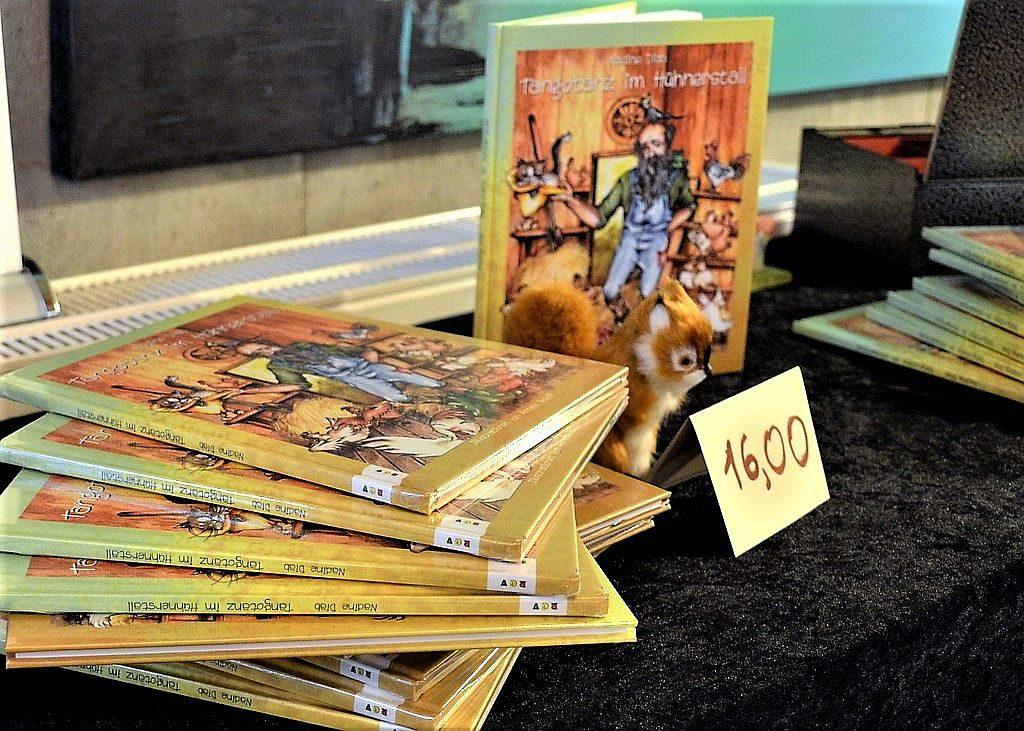 Das Kinderbuch ist im Renate Götz Verlag erschienen. Zauberhaft und farbenfroh illustriert von Annett Roloff. Es ist im Buchhandel und online erhältlich. (Foto: © Martina Hörle)
