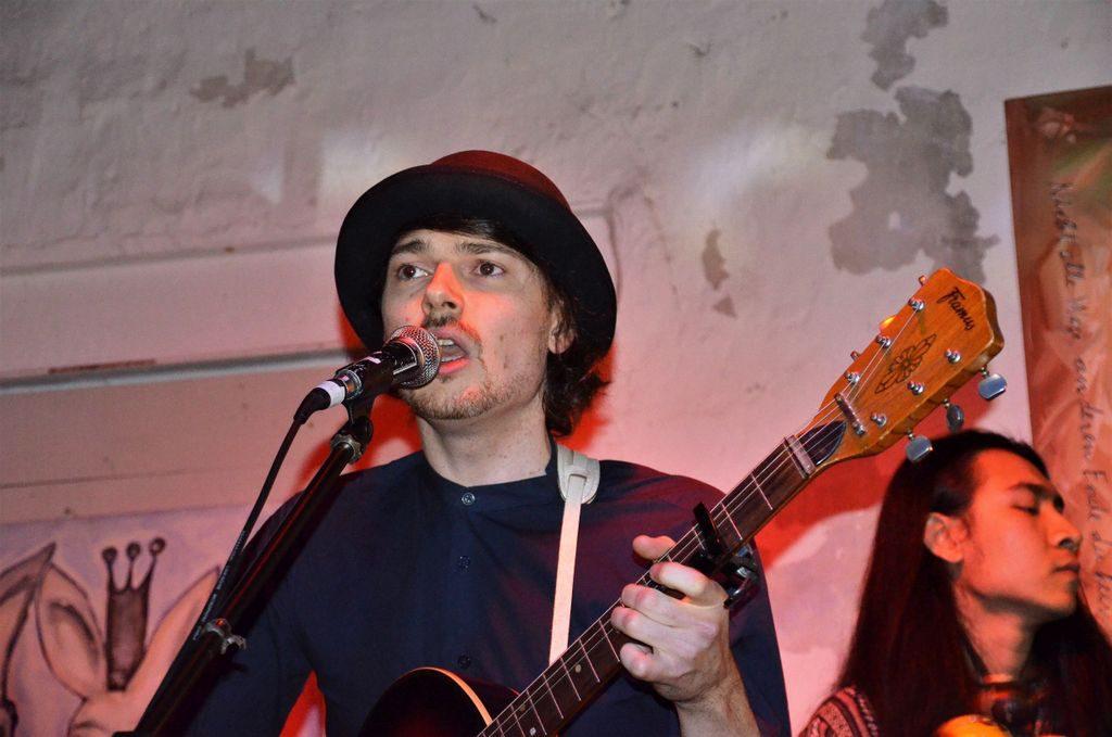 Julian Müller, Kopf von Blackberries und Palace Fever, schreibt viele Songs mit Suzan Köcher gemeinsam. (Foto: © Martina Hörle)