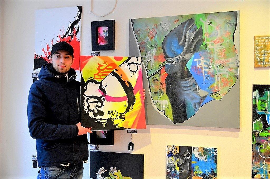 Seit 8 Jahren sprüht Matthias Groß von Risance Objektdesign knallbunte Graffitis. Mit Acryl arbeitet er anschließend Details und Strukturen heraus. (Foto: © Martina Hörle)