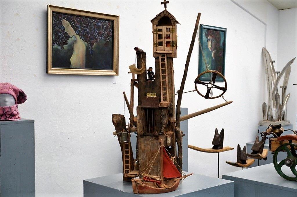 Künstler Amann schreibt gerne Fantasiegeschichten über eigene Objekte. Auch über diesen Turm hat er sich schon viele Gedanken gemacht. Demnächst werden sie in einer neuen Geschichte zusammengefasst.