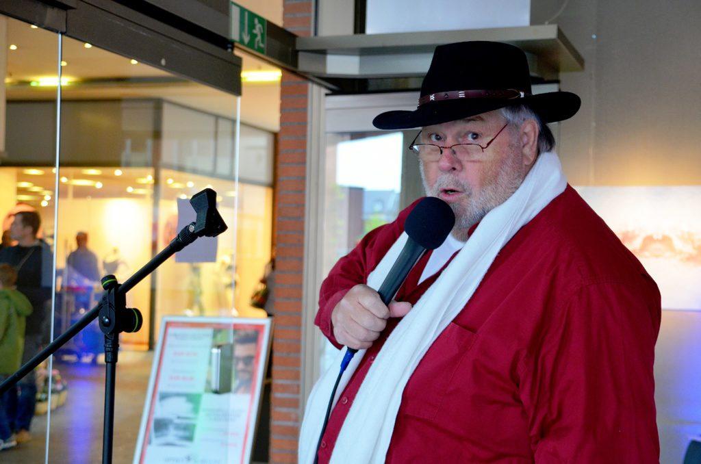 Schorsch Wenke war als Moderator tätig und kümmerte sich auch um die technischen Belange. (Foto: © Martina Hörle)