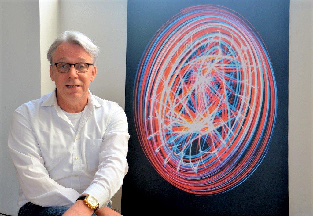 Frank Voß beschäftigt sich intensiv mit Computergrafik. Viele seiner Objekte existieren gar nicht in der realen Welt. Er erschafft Objekte am Rechner. (Foto: © Martina Hörle)