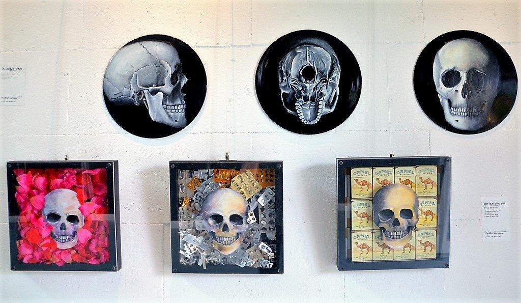 """In der Ausstellung """"Dimensions"""" trifft der Besucher auf zahlreiche Totenköpfe. Sie sind farbenprächtig und lebendig. Die Dunkle Kunst in Mexiko ist eine Hommage an das Leben. (Foto: © Martina Hörle)"""