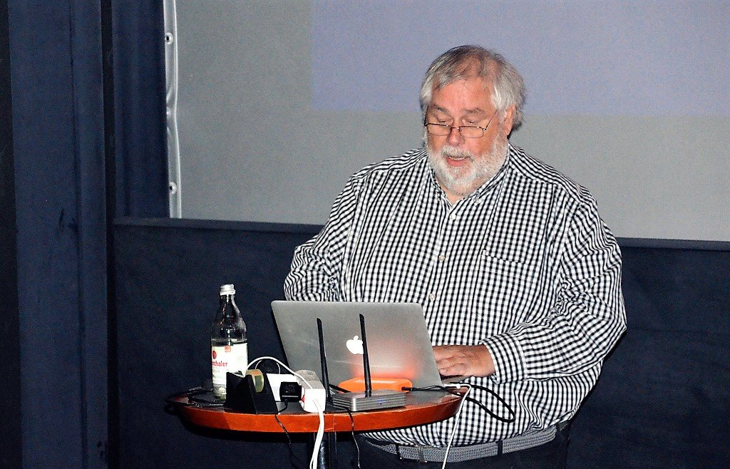 """Hans-Georg """"Schorsch"""" Wenke wird eine multimedial-typografische Leinwand-Oper präsentieren. Sie soll zur Entschleunigung beitragen. (Foto: © Martina Hörle)"""